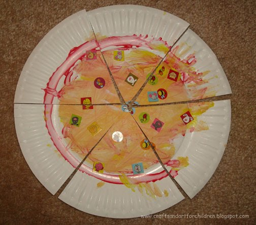 Toddler Paper Plate Pizza Craft & Paper Plate Pizza Craft for Kids - Artsy Momma