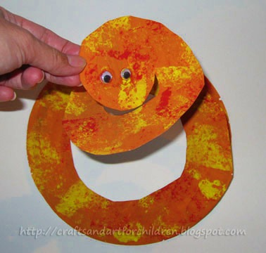 Paper plate snake crafts and book artsy momma for Reptile crafts for kids