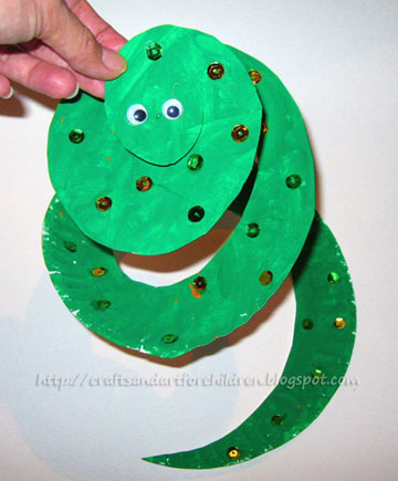 Paper Plate Snake Crafts and Book - Artsy Momma