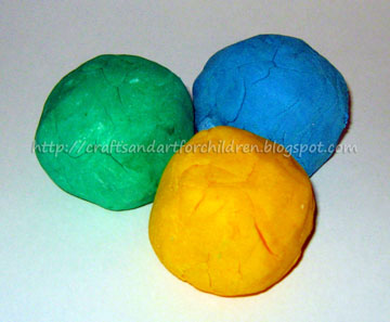 Easy, Homemade Playdough Recipe No Cream of Tartar Needed!