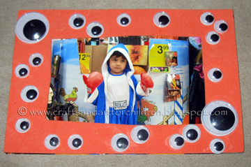 Easy super cheap googly eye picture frame craft for kids for Easy photo frame craft