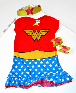 DIY Wonder Woman Tiara & Bracelet Cuffs - Imaginative Play or a fun Halloween Costume!
