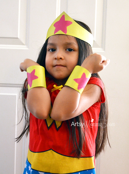 Domišljijska igra z otroki Diy Wonder Woman Tiara And-5235
