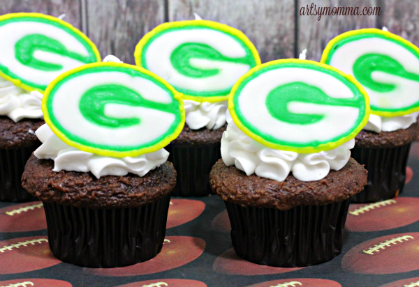DIY Royal Icing Green Bay Packers Cupcake Toppers