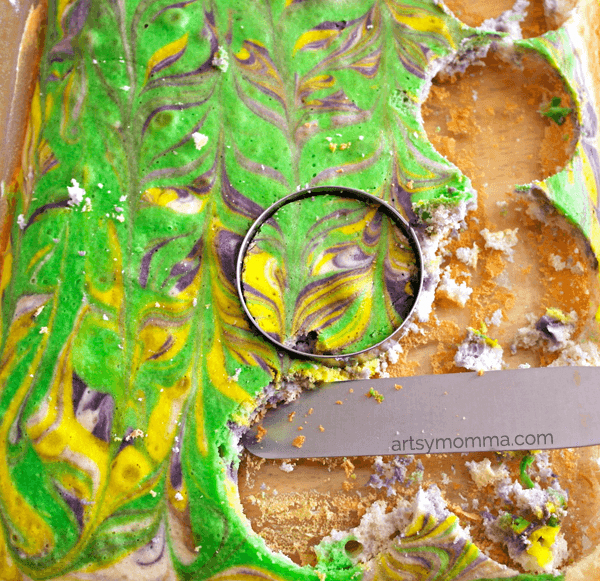 Colored-Marbled-Mini-Cake-Tutorial