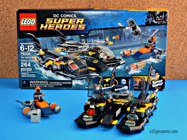 THE BATBOAT HARBOR PURSUIT - Legos