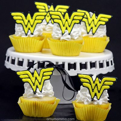 Wonder Woman Cupcakes with Royal Icing Toppers Tutorial