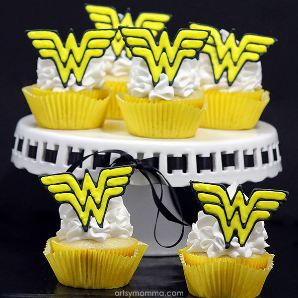 Wonder Woman Cupcake Tutorial with Royal Icing