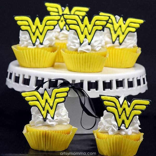 Wonder Woman Cupcake Tutorial with Royal Icing