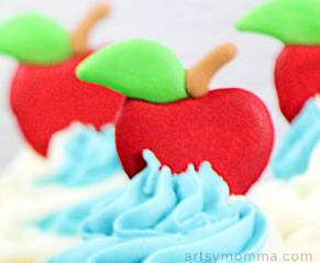 Apple Cupcake Toppers - Royal Icing Tutorial