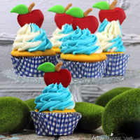 Snow White Cupcakes with Royal Icing Apple Toppers Tutorial