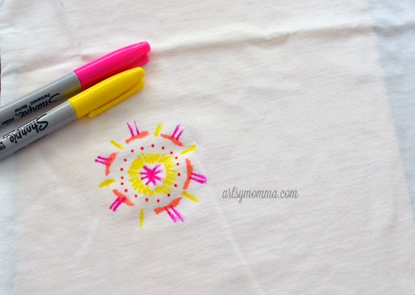 Sharpie T-shirt Tie Dye Design - artsy DIY project for kids!