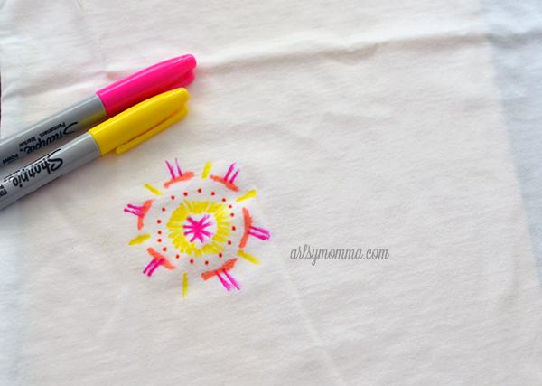 Sharpie T-shirt Tie Dye Design - artsy DIY project for kids!