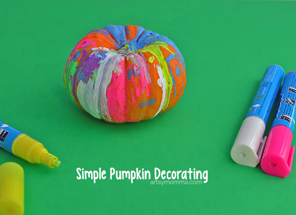 Looking for a quick, simple way to dress up mini pumpkins with younger kids that requires no carving? Decorate pumpkins with Fun Chalk Markers!