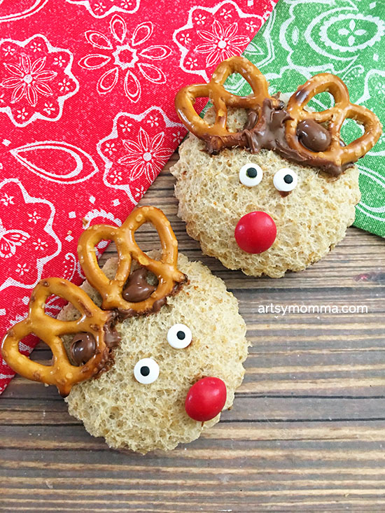 Here is an awesome crafty Nutella reindeer sandwich tutorial idea! You can make these in a flash and they will be every kid's sensation!