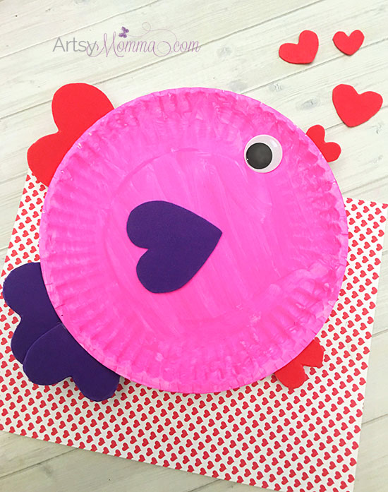 Looking for a cute Valentine's Day craft idea? Check out this Paper Plate Valentine's Day Fish Craft!