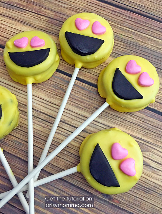 Smiling Face With Heart-Eyes Emoji Oreo Pops Tutorial for Party or Movie Night