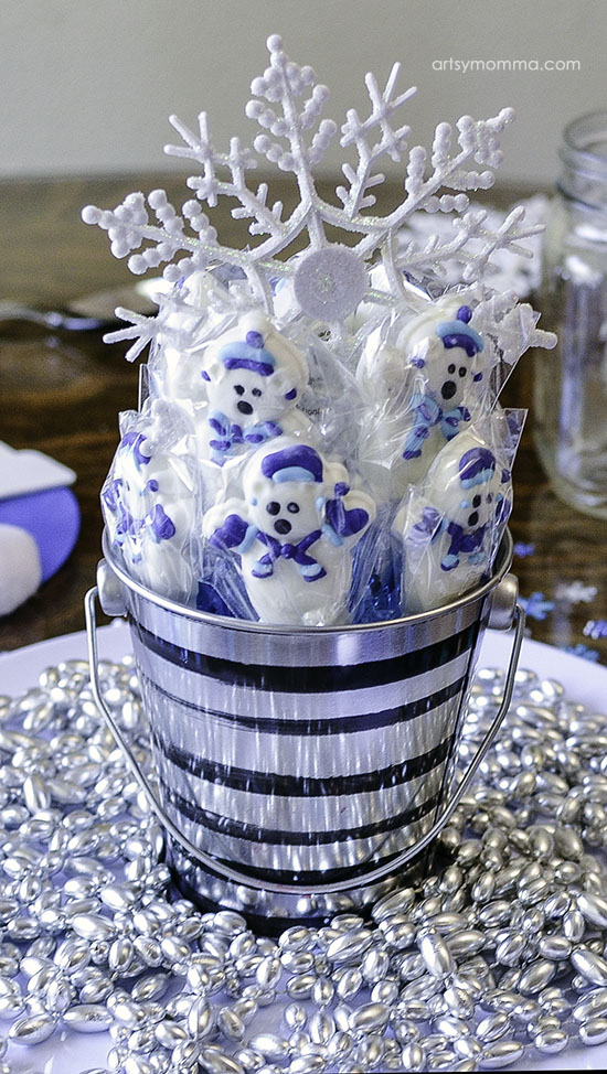 Winter Tablescape Idea for Kids Party - Lollipop Centerpiece
