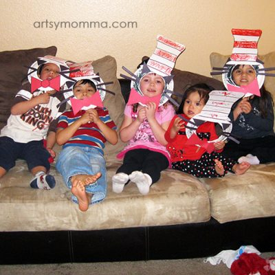 Kids with their fun Cat in the Hat Masks made from paper plates!